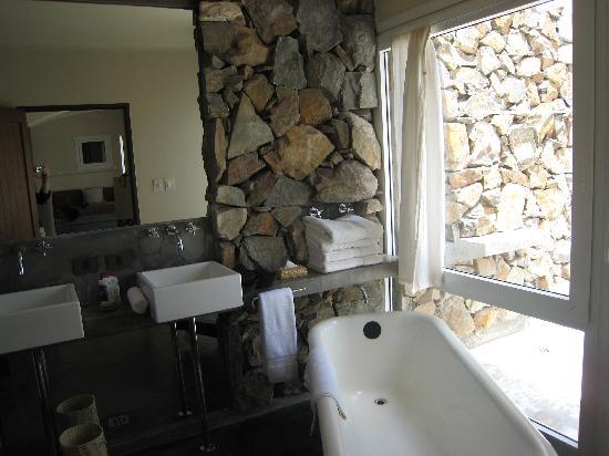 Cavas Wine Lodge: our bathroom