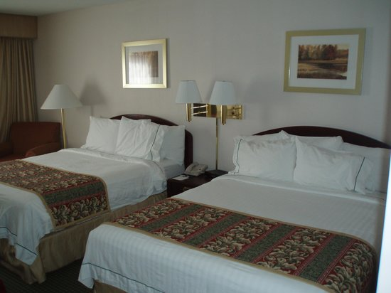 Courtyard Lafayette Airport: Guest room
