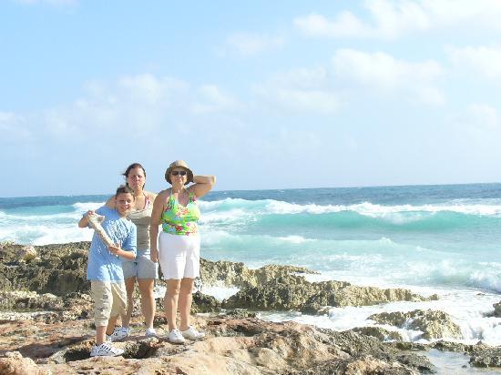Isla Mujeres Palace: Across Isla from IMP