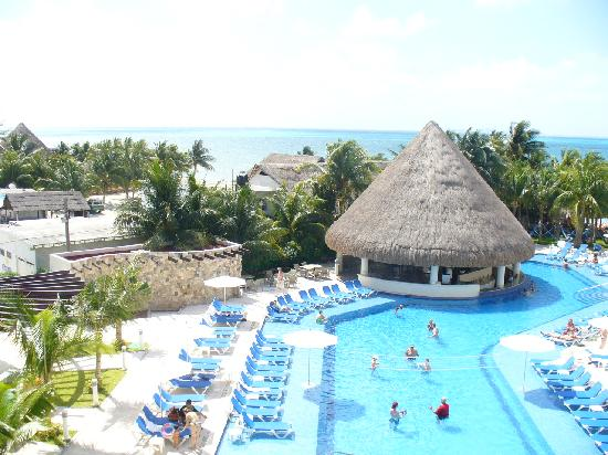 Isla Mujeres Palace: view of the pool area