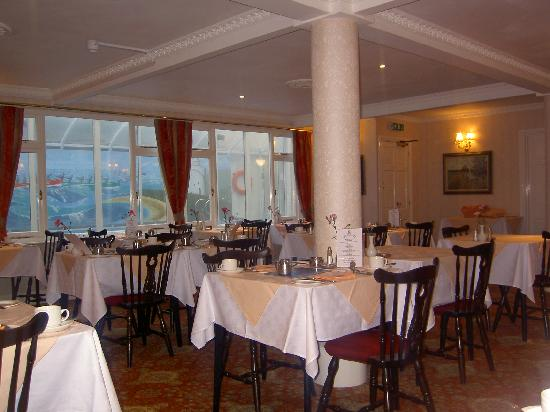 Bell Rock Hotel: Restaurant and Indoor Pool Behind