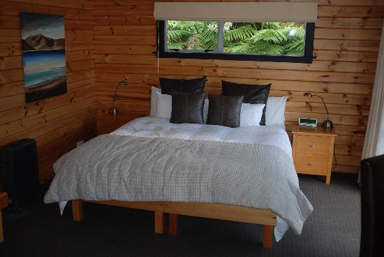 Westwood Lodge- A Select Hotel : The bed