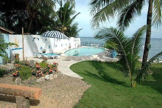 Las Flores: Pool and Sea View