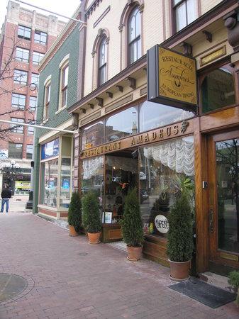 Amadeus Cafe & Restaurant