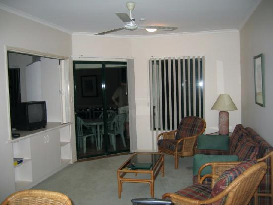 Tropic Towers Apartments: living room