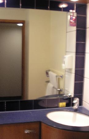 Bathroom picture of premier inn london kings cross hotel london tripadvisor Premiere bathroom design reviews