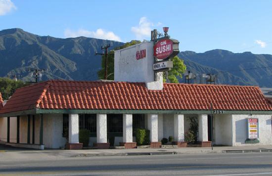 Best Western Pasadena Inn: Gin Sushi - right across the street