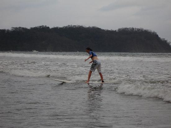 Jesse's Samara Beach Surf School: Poor form, but I am up after one day and having fun!