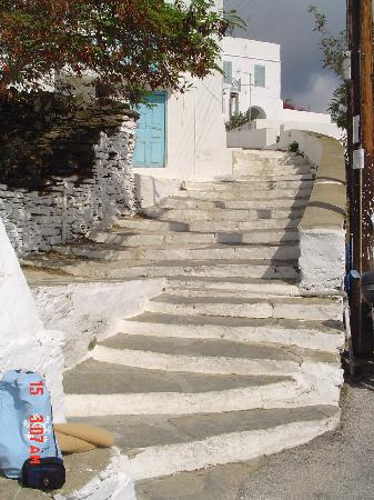 Stavros Hotel: Steps leading into Apollonia