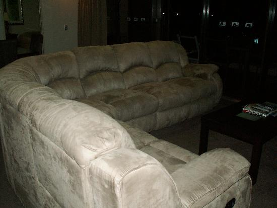 Cairns Aquarius: V comfy sofa with recliners