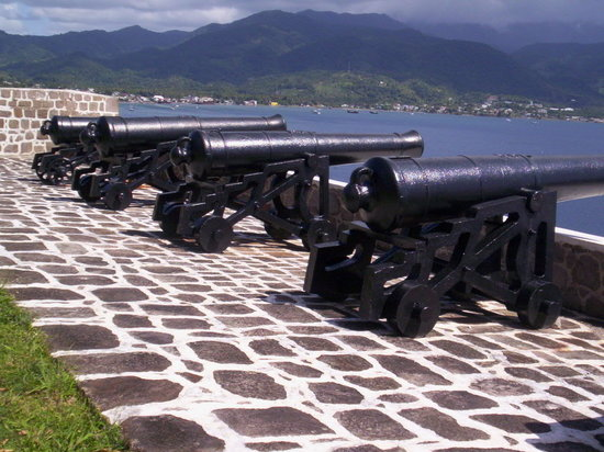 โดมินิกา: canons located in the cabrits