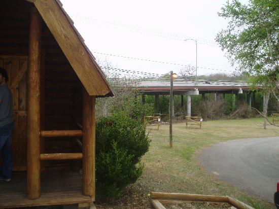 San Antonio KOA Campground: Bridge behind Kabin 4 caused traffic noise at night