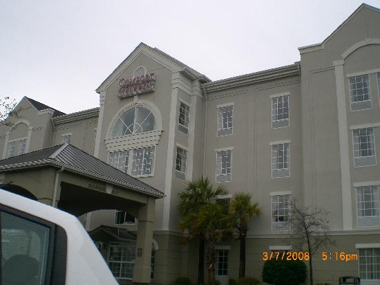 Comfort Suites Myrtle Beach: The front of the hotel