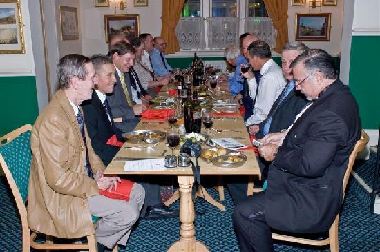 Royal Hotel: Reunion dinner