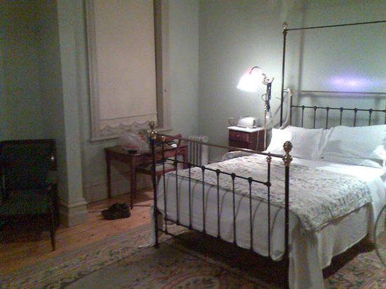The Queenscliff Hotel: Facing bed, left