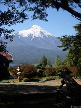 Yan Kee Way Lodge Hotel: Osorno Volcano from the Lodge