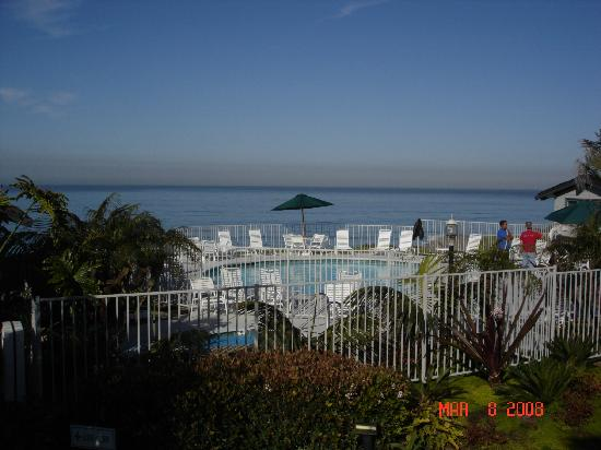 Wave Crest Resort: overlooking the pool area & Pacific Ocean