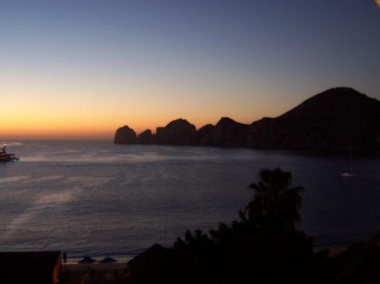 Casa Dorada Los Cabos Resort & Spa: Sunrise from our balcony