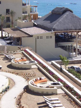 Casa Dorada Los Cabos Resort & Spa: Fire pits/lonuges overlooking beach