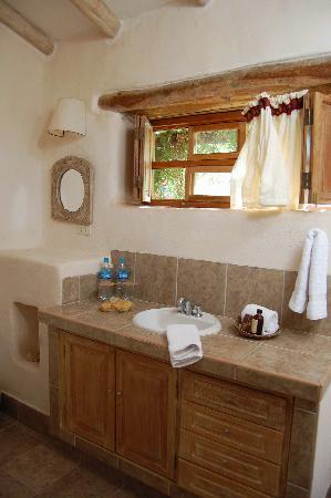 Urubamba Villas: Master bath