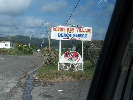 Robin's Bay, Jamaica: Sign pointing to Robins Bay Village