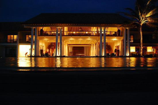 The Fortress Resort & Spa: Fortress @night
