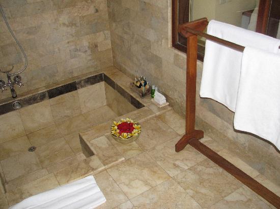 Great sunken bath and shower picture of komaneka at for Sunken bathtub