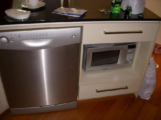 Quest River Park Central: Dishwasher and microwave oven