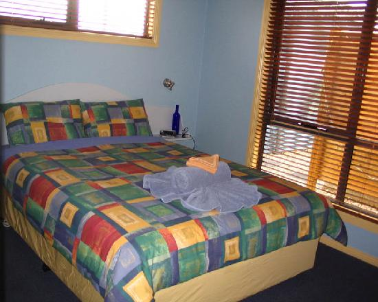 Strahan Bungalows: Main bedroom