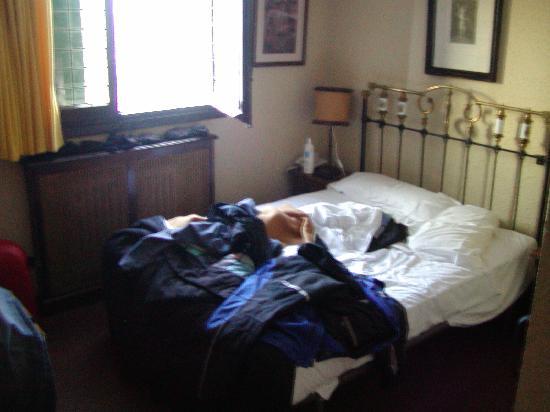 Hotel Eguzki Lore : La cama y sus alrededores