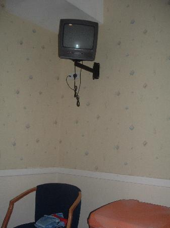 Princes Square Hotel: TV in camera
