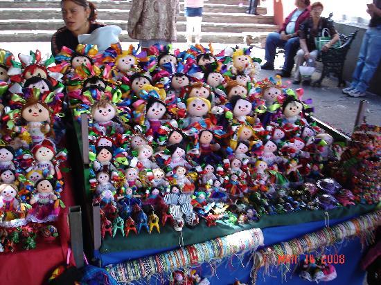 Hotel Insurgente Allende: handmade dolls