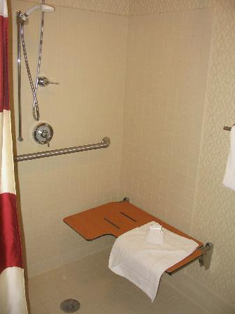 Residence Inn Boston Marlborough: Handicap-accessible walk-in shower