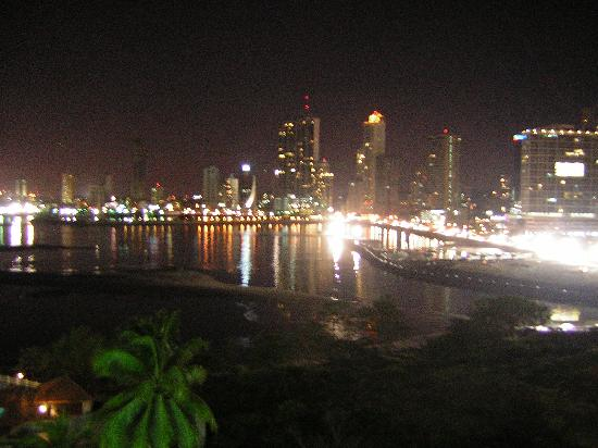 Plaza Paitilla Inn: De noche, increible la vista desde el cuarto