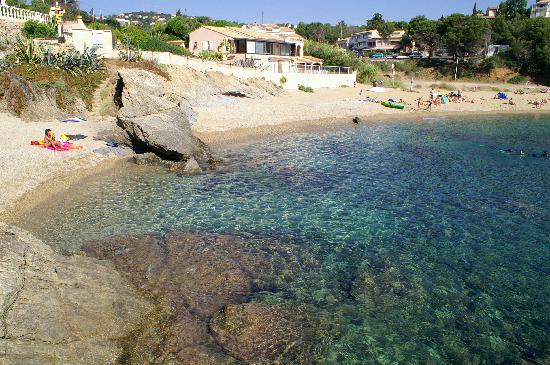 Saint-Aygulf, Francia: spiaggia davanti l'albergo