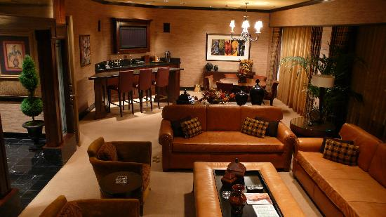 Room 1803 the presidential suite picture of golden nugget hotel las vegas tripadvisor for Golden nugget 2 bedroom parlor suite