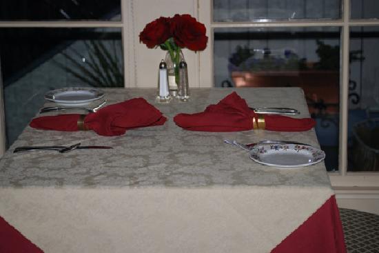 Alchemy Restaurant and Bar : Table for 2 at the Winchester Inn Ashland, Oregon
