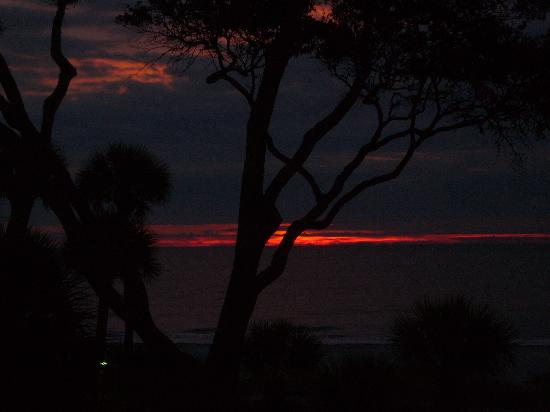 Egret Point by Spinnaker Resorts: A Hilton Head sunrise over the ocean