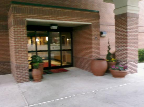 Hampton Inn Plano/North Dallas: Front entry