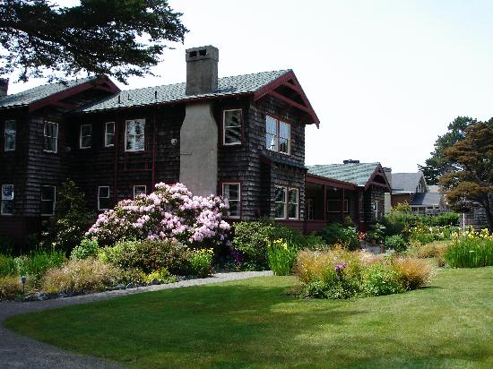 The Harbor House Inn: Front view