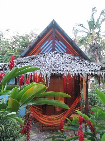 Bluspirit Cabinas: Front of bungalow