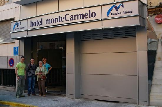 Monte Carmelo Hotel: View from the street