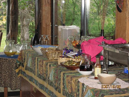 Foothills Safari Camp at Fossil Rim: Breakfast at Safari Camp