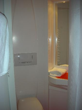 easyHotel Budapest Oktogon: The room - WC