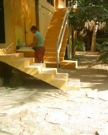 Cabanas Playa Condesa: courtyard