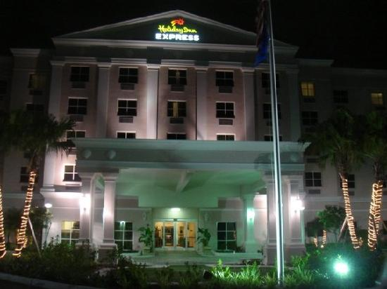 Kendall, FL: Hotel at Night