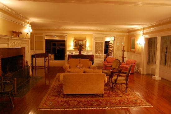 ذا مانور إن: Living room