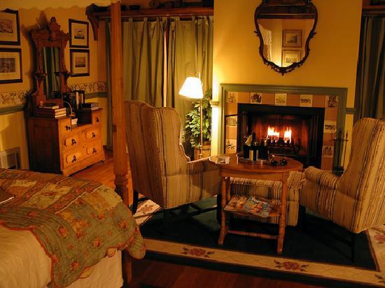 North Coast Country Inn: interior - sea urchin room