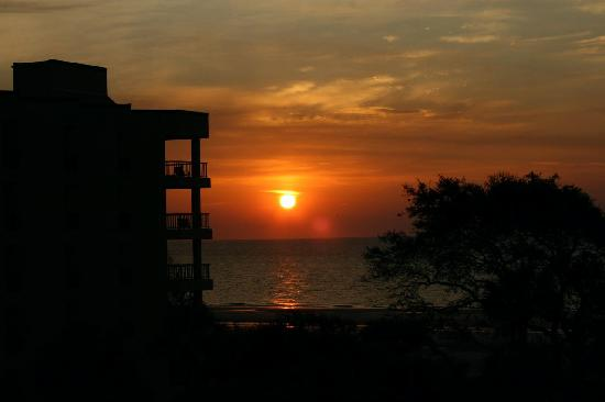 Villamare Villas Resort at Palmetto Dunes: Sunrise at Villamare