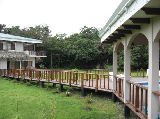 Villas Tranquilas: deck leading to pool